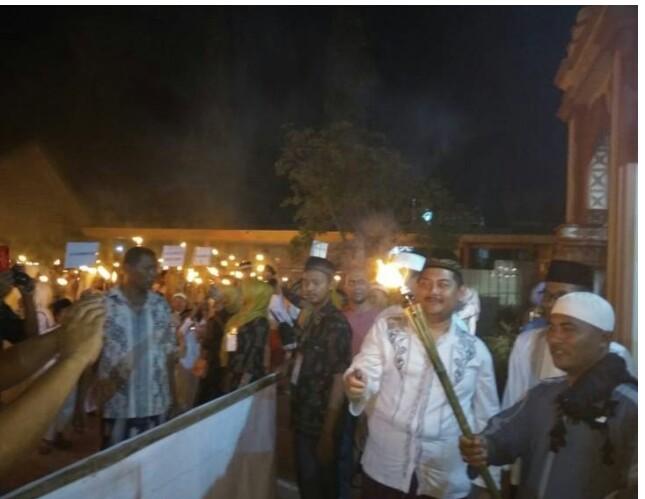 SAMBUT TAHUN BARU ISLAM RIBUWAN MASYARAKAT IKUTI PAWI OBOR.