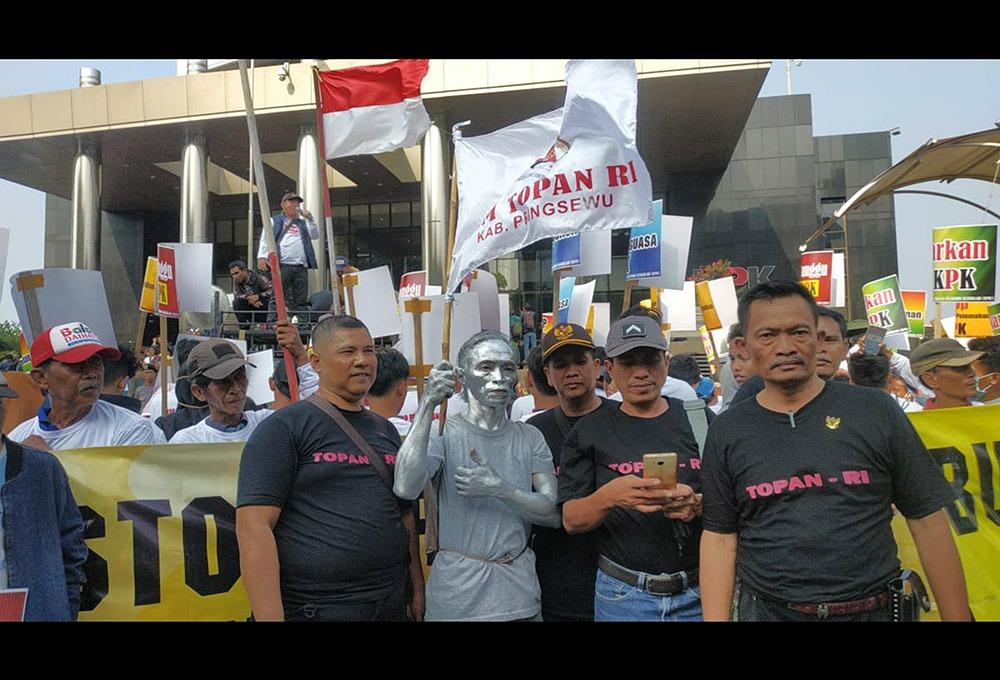 TOPAN-RI Lampung: KPK, Tangkap Ahmad Bastian!