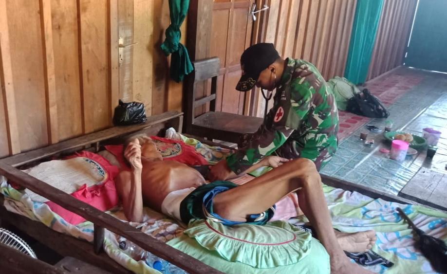 Adakan Pelayanan Kesehatan Keliling Tim Kesehatan Satgas Pamtas Yonif MR 411/Pandawa Obati Lansia