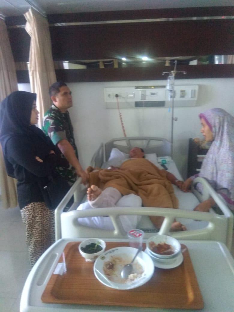 Dandim 0506/Tgr Bersama Ketua Persit Besuk Anggotanya Yang Sakit