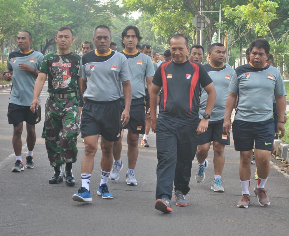 Jaga Tubuh Fresh Tidak Lusuh Dandim 0510/Trs Wajibkan Personil Olahraga Pagi