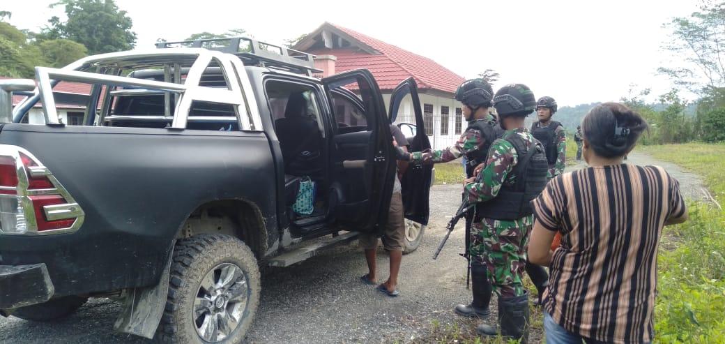 Melaksanakan Pemeriksaan di Pintu Lintas Batas RI-PNG