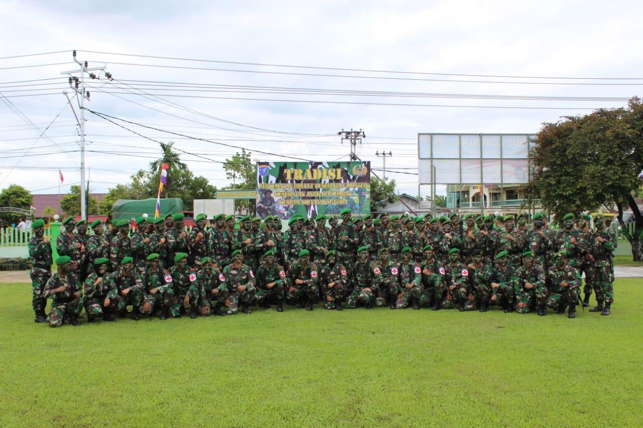 Kakesdam XII/Tpr Pimpin Acara Tradisi Penyematan Brevet dan Pin Korp Kesad
