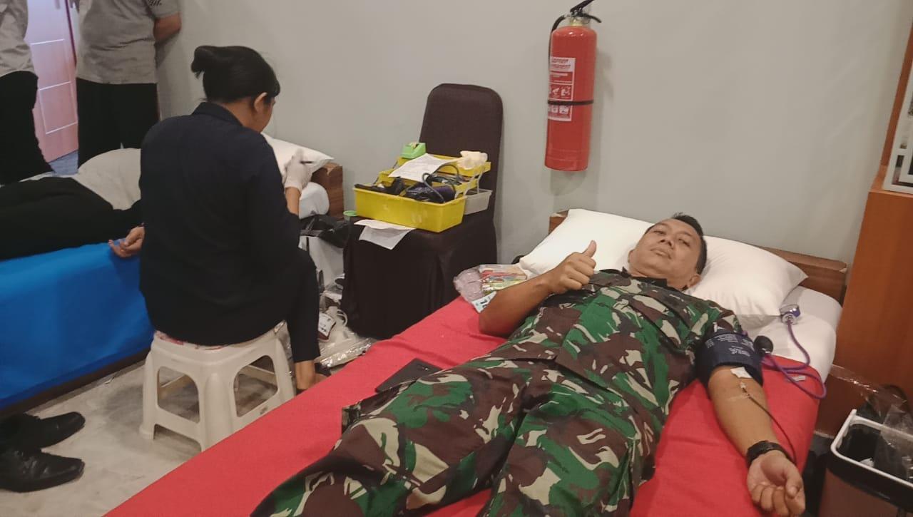 Dengan Semangat Membantu Sesama, Satgas Raider 300 Melaksanakan Donor Darah*