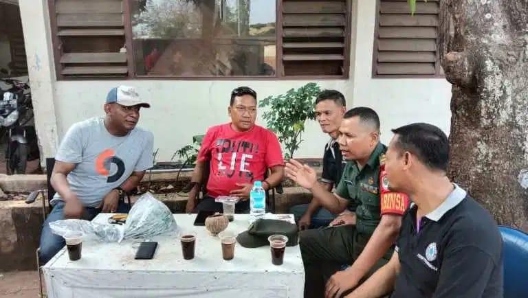 Babinsa Koramil 06/KD Laksanakan Komunikasi Sosial (Komsos) dengan para Ketua RW Kelurahan Pegadungan.