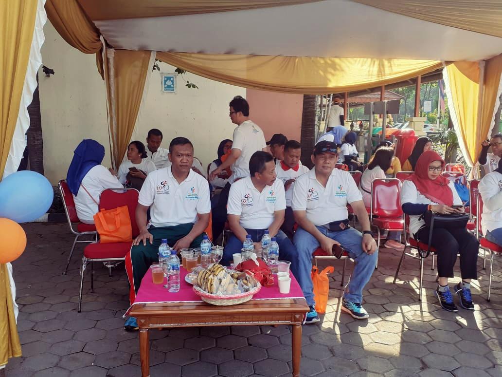 Peringati Hari Kesehatan Nasional ke-55, Camat Gropet Olahraga bersama Danramil 03/GP dan Masyarakat