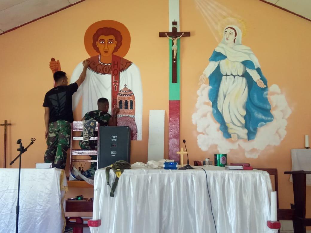 Menyambut Hari Raya Natal, Satgas Raider 300 Bantu Memperindah Gereja