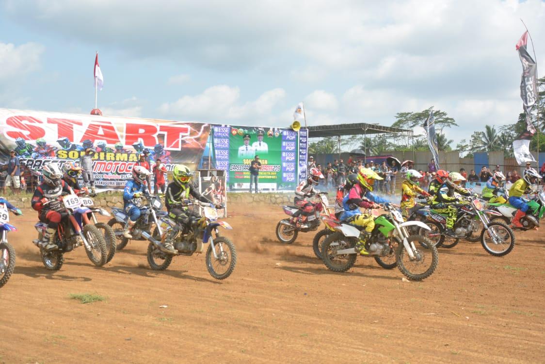 Diikuti Ratusan Crosser, Sudirman Grasstrack Motocross Berlangsung Seru