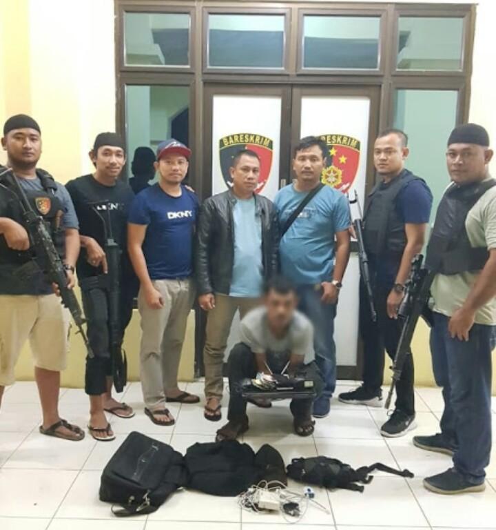 Sat Reskrim Polres Aceh Tamiang berhasil mengamankan tersangka S pelaku perampokan PT. Sawit Jaya Makmu