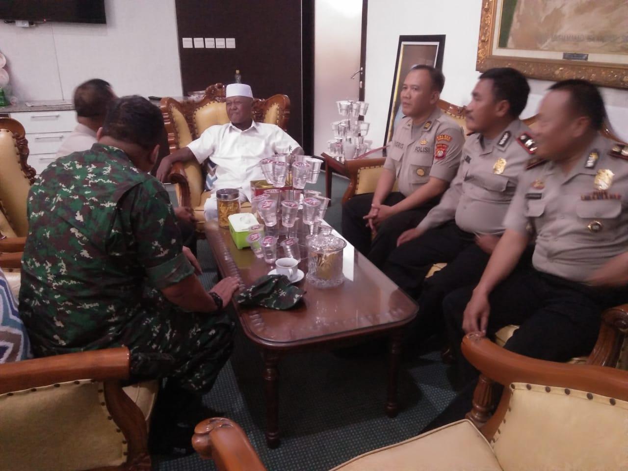 Jalin Silaturahmi Dengan Tokoh Agama, Danramil 05/Kebon Jeruk Sambangi Ponpes Di Wilayah Binaan