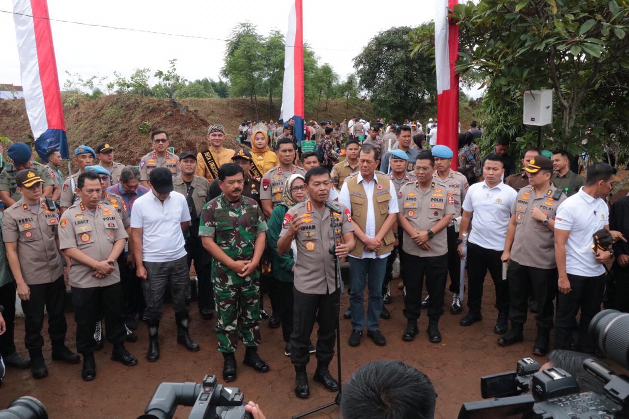 Panglima TNI, Kapolri dan Kepala BNPB Tanam 2020 Pohon