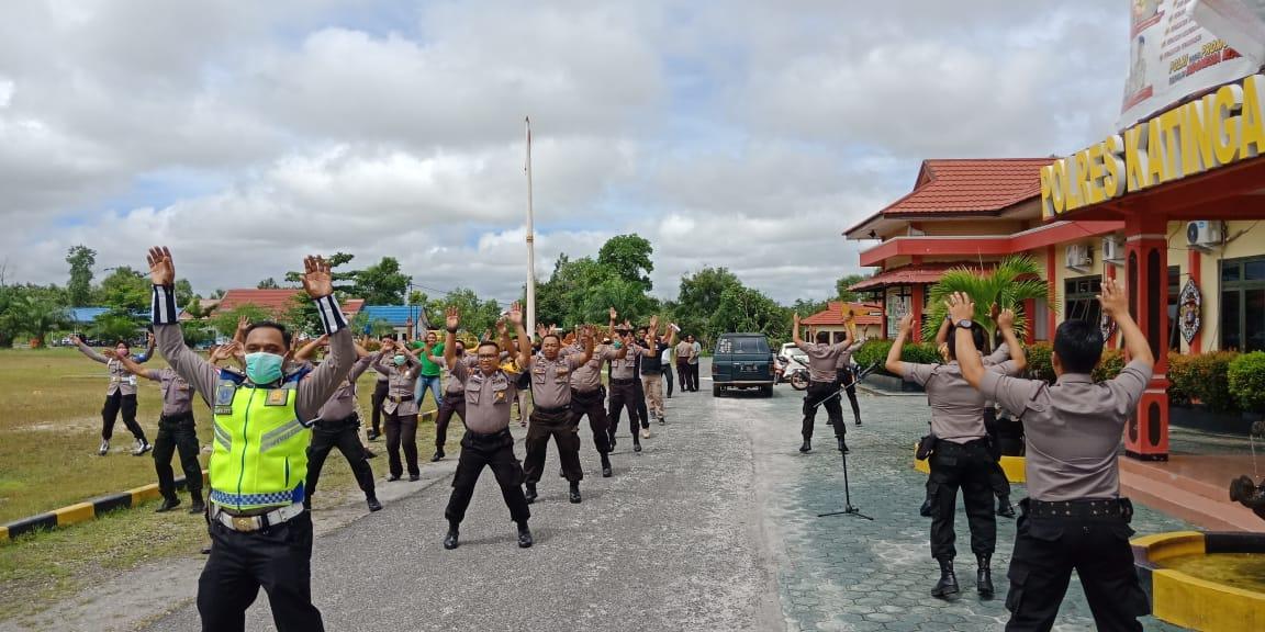 Personel Polres Katingan Berjemur dan Jumping jacks Untuk Jaga Daya Tahan Tubuh