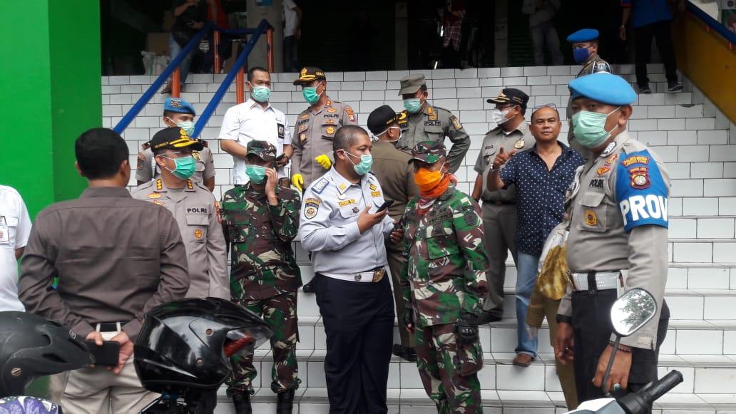 Himbauan kepada pedagang, pengunjung oleh Dandim 0505/JT dan Kapolres Jakarta timur dalam rangka pencegahan Virus Corona