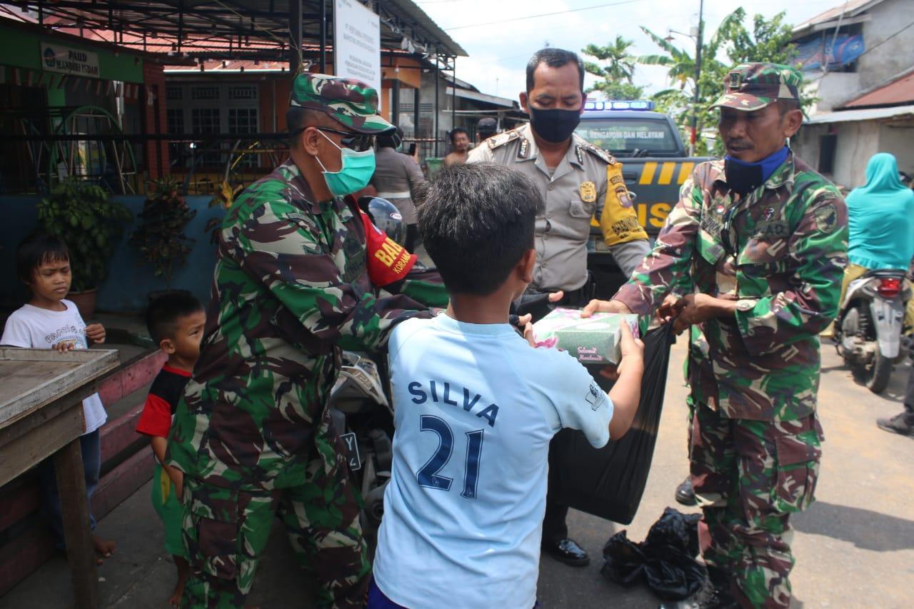 2000 Nasi Kotak Untuk Masyarakat Terdampak Covid-19 Dari TNI-Polri