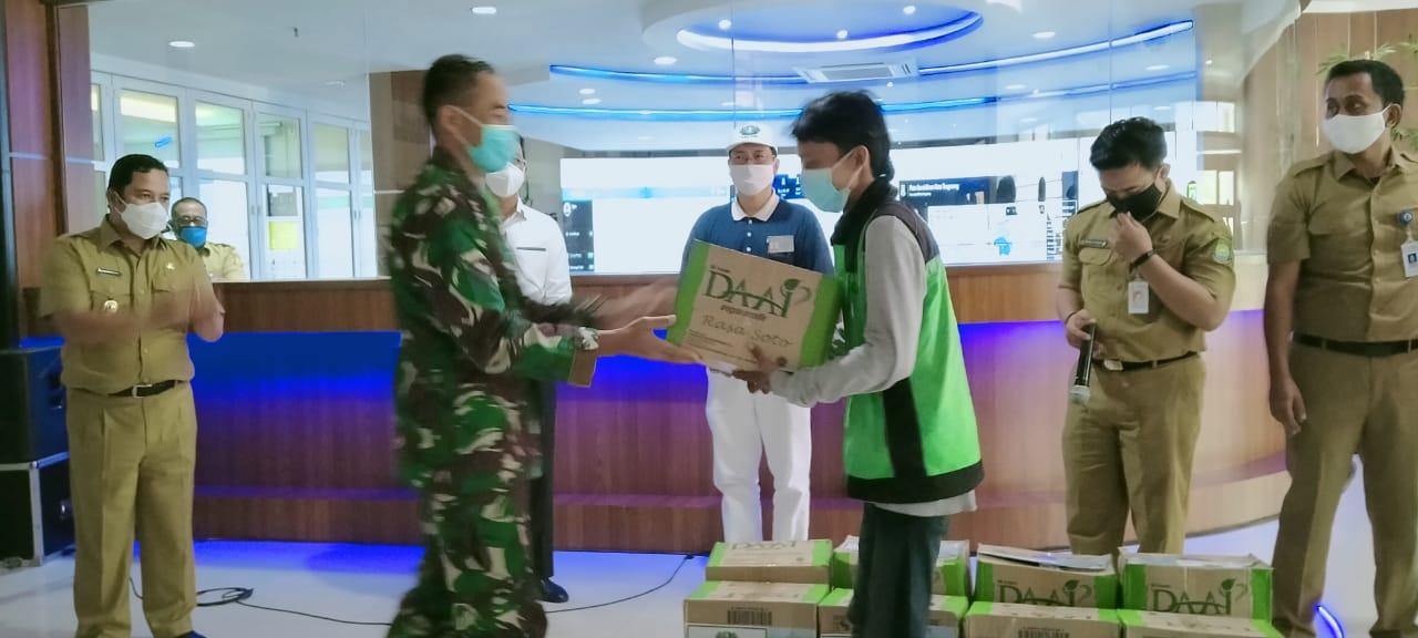 Dandim 0506/Tgr Dampingi Wali Kota Terima Bantuan dari Staf Presiden RI