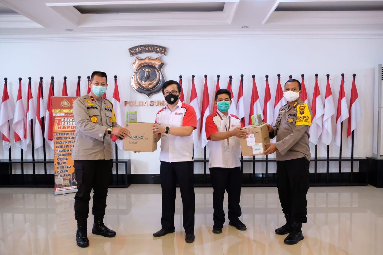 Sumut didampingi Wakapolda Sumut dan PJU Polda Sumut Menerima Langsung Bantuan Masker Dan Perlengkapan Kesehatan dari Bankom Sriti