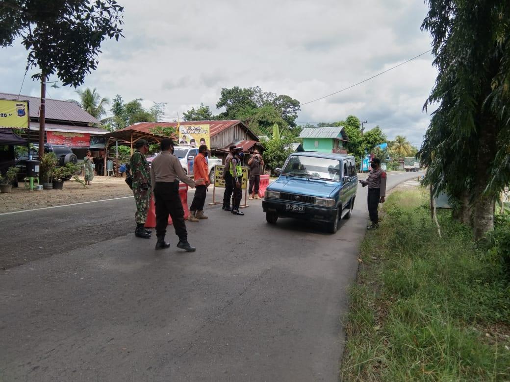 TNI Polri Bersama GTPP Covid-19 Lakukan Pengecekan Pengguna Jalan Yang Masuk HST.