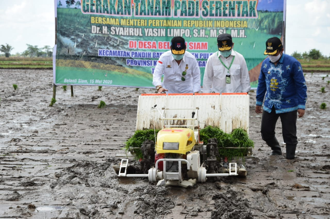 Menteri Pertanian bersama Gubernur Kalteng Menuju Kabupaten Pulang Pisau