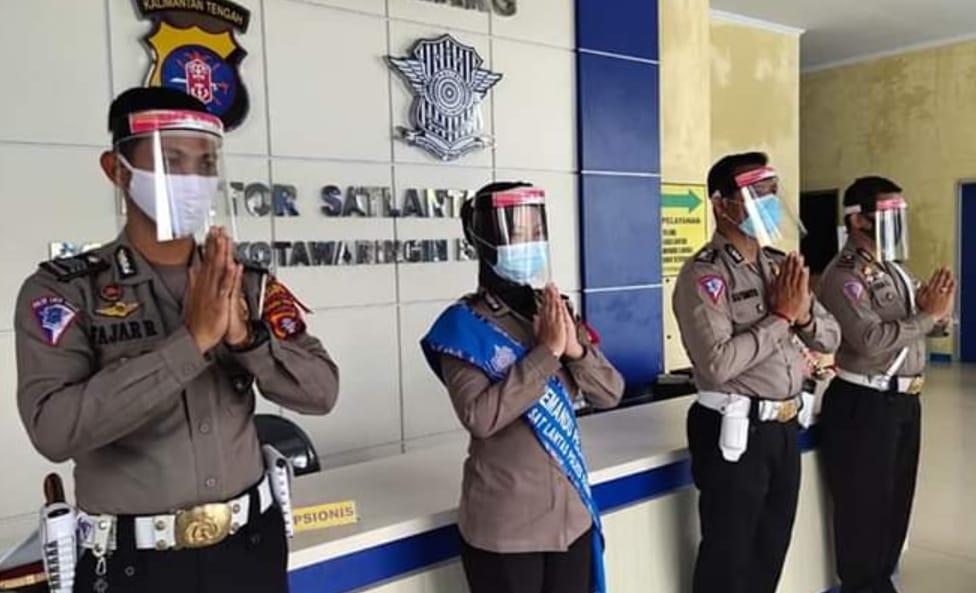 Kapolres Kobar Serahkan Alat Pelindung Diri Dari Ketua Bhayangkari Kalteng