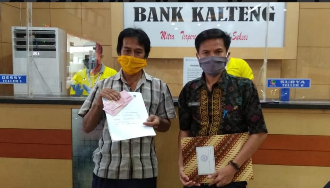 Warga Bartim Terima BLT Provinsi Kalteng Sebanyak 3.317 KK