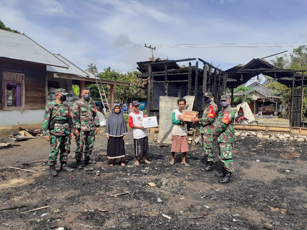 Koramil 04/Phb Berbagi Sembako Kepada Korban Musibah Kebakaran.