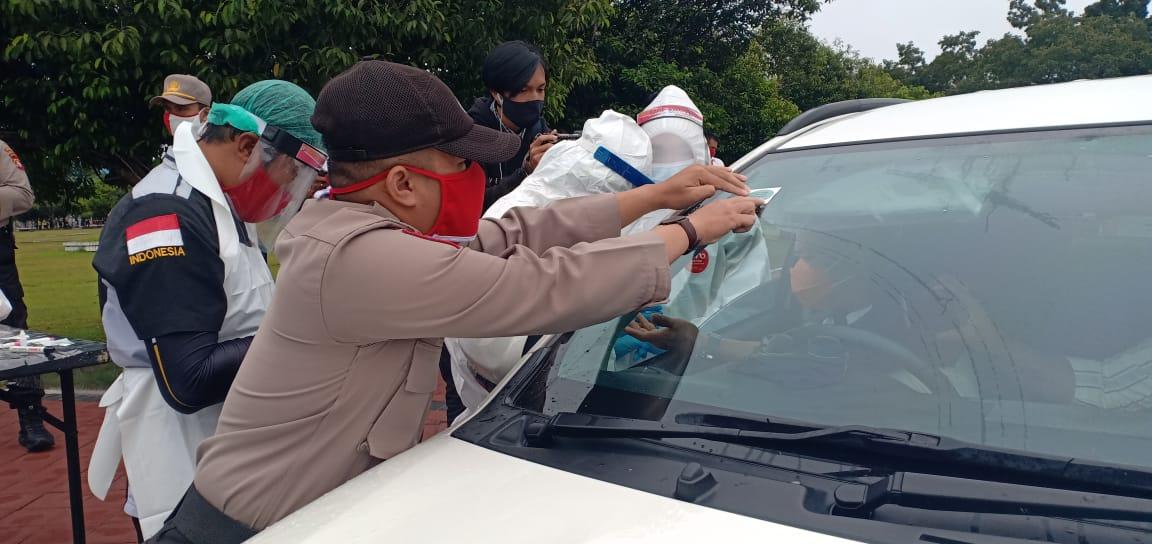 Dalam Rangka Hari Bhayangkara Ke 74 Polda Kalteng Rapid Test Pada Pengguna Jalan.