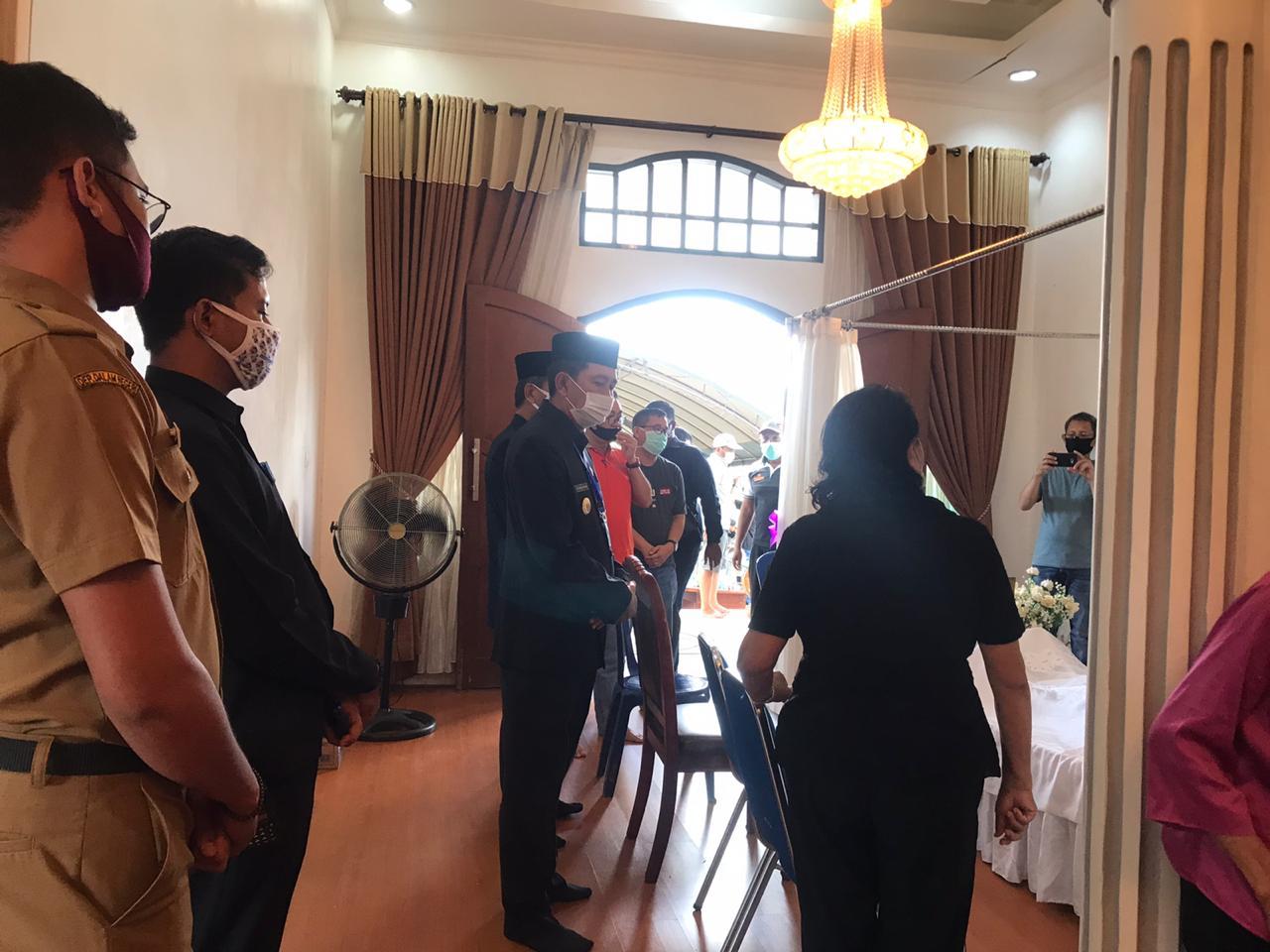 Bupati Barut Melayat di Rumah Duka Almarhum Yusia S. Tingan salah satu tokoh Politikus Dayak Tewoyan di Barito Utara