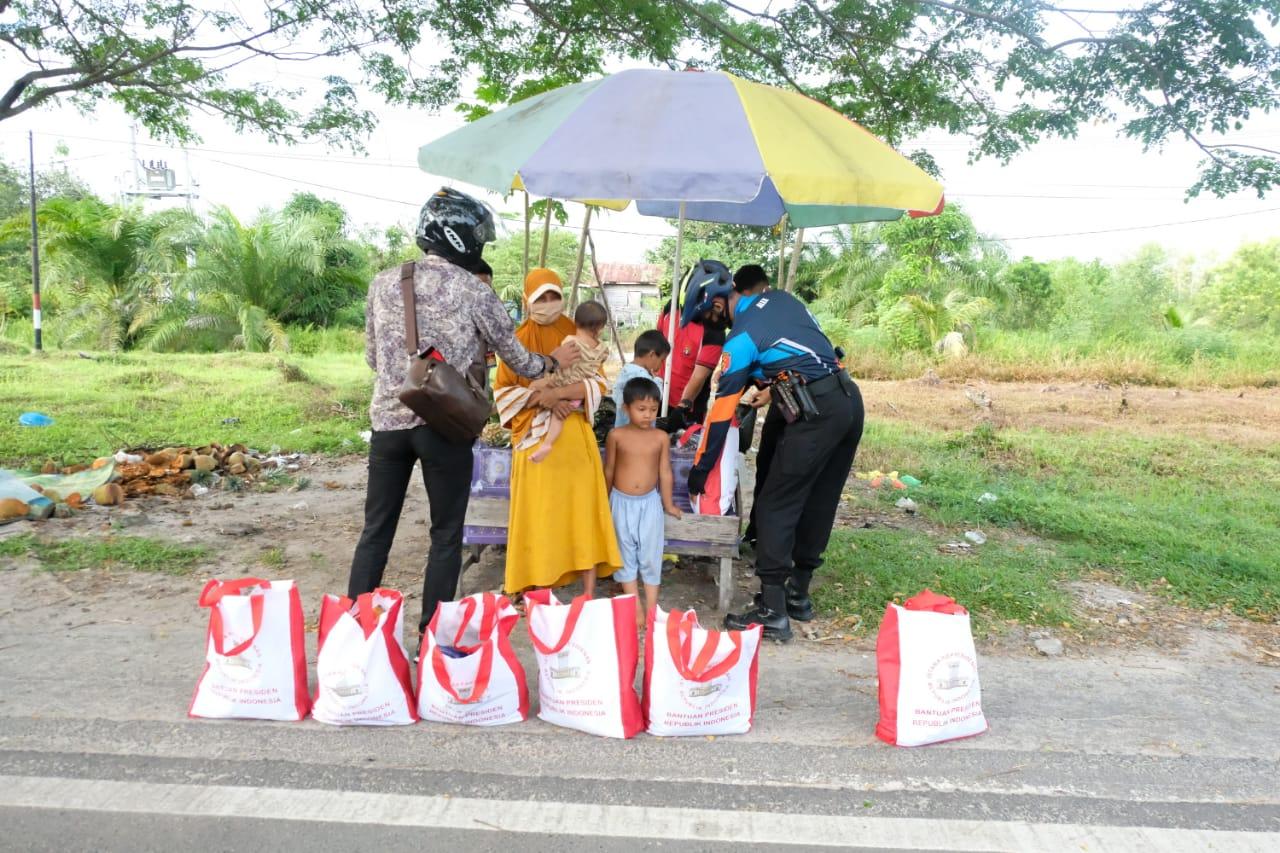 Momen Olahraga, Kapolda Kalteng Bagi Sembako 100 Paket