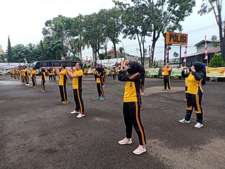 Polres Garut Tingkatkan Kebugaran Fisik Olahraga Bersama.