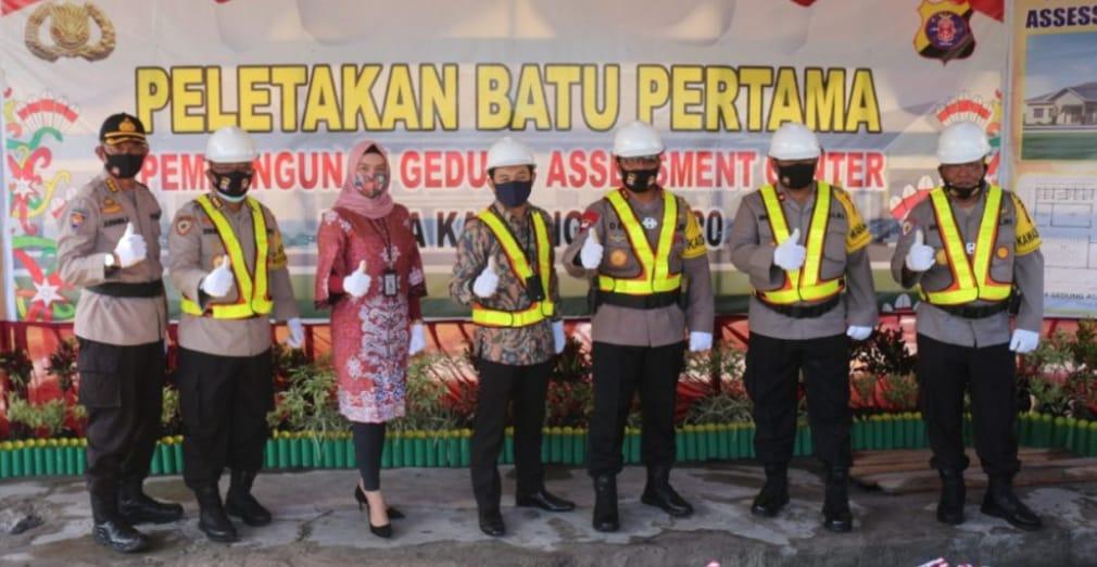 Peletakan Batu Pertama Oleh Kapolda Kalteng.