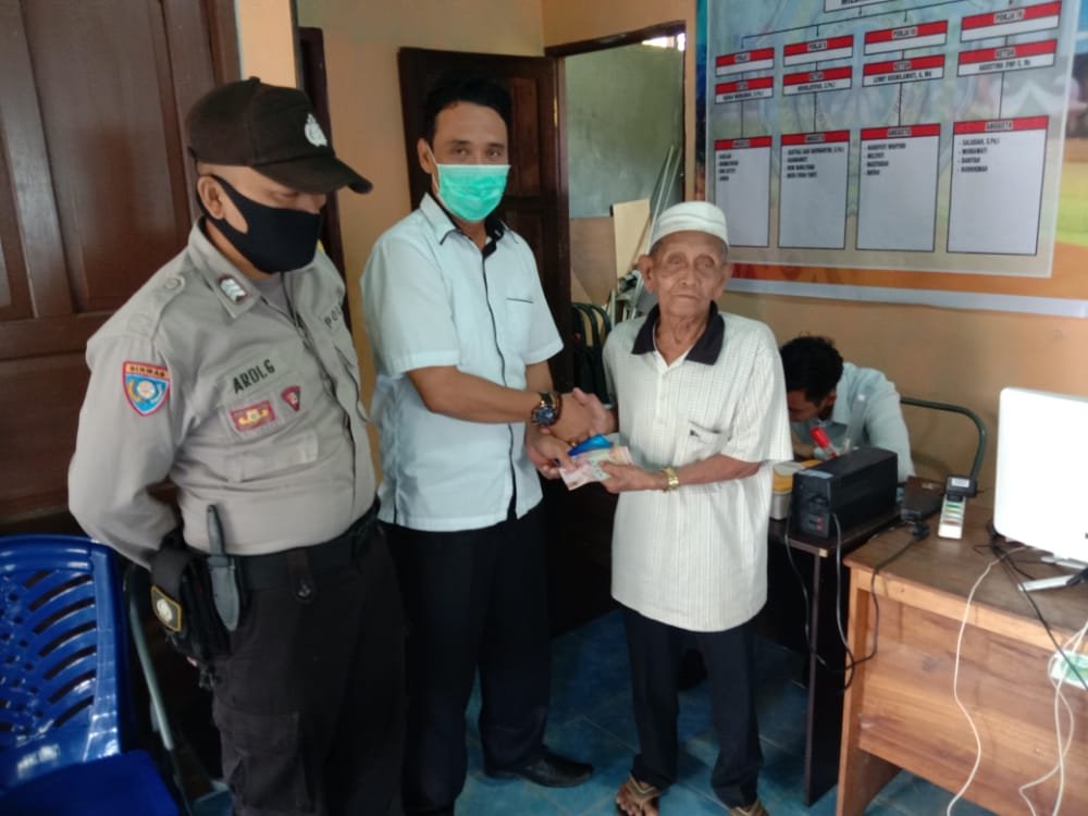 Bhabinkamtibmas Giat Pam Monitoring Penyaluran BLT-DD Tahap III Desa Bahaur Hilir