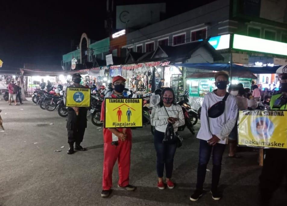 Tingkatkan Disiplin Masyarakat, Polsek Pahandut Sosialisasikan Protokol Kesehatan Di Pasar Besar