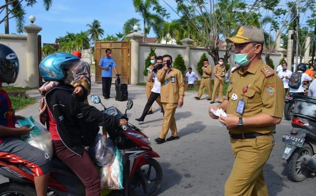 Pemprov Kalteng Serentak Bagi Masker, Ingatkan Masyarakat Pakai Masker