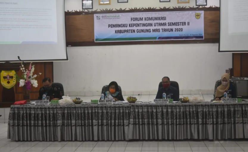 Wakil Bupati Gunung Mas Efrensia L.P Umbing saat menghadiri sekaligus membuka acara Forum Komunikasi Pemangku Kepentingan Utama Kabupaten Gunung Mas Tahun 2020