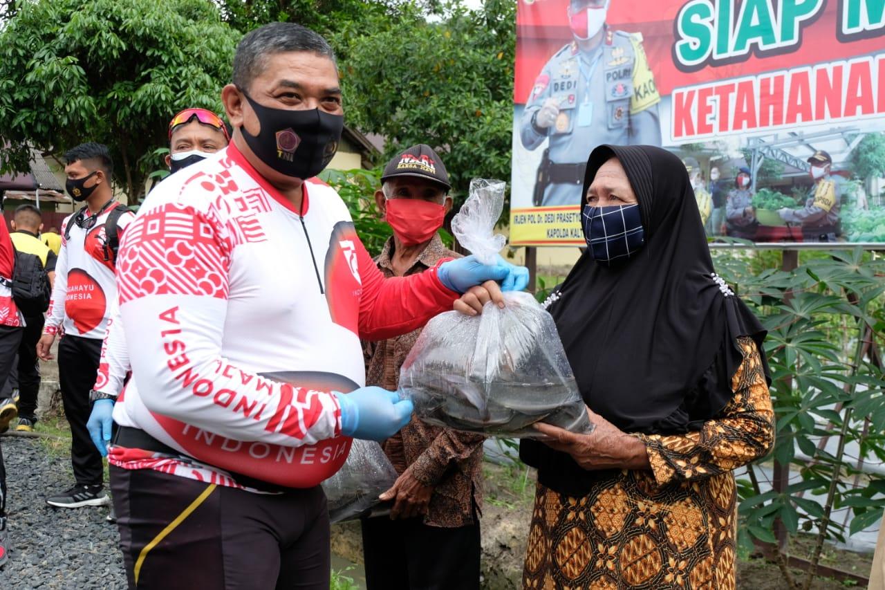 Peduli Ketahanan Pangan, Kapolda Kalteng Panen 5000 Lele Di Mako Satbrimob Tangkiling.