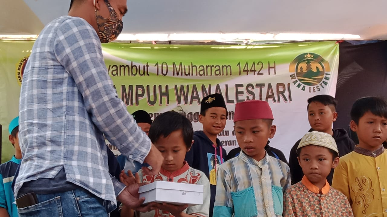 Kelompok Tani Hutan Wana Lestari Berikan Santunan Kepada 111 orang panti jompo Dan 60 Orang Anak Yatim