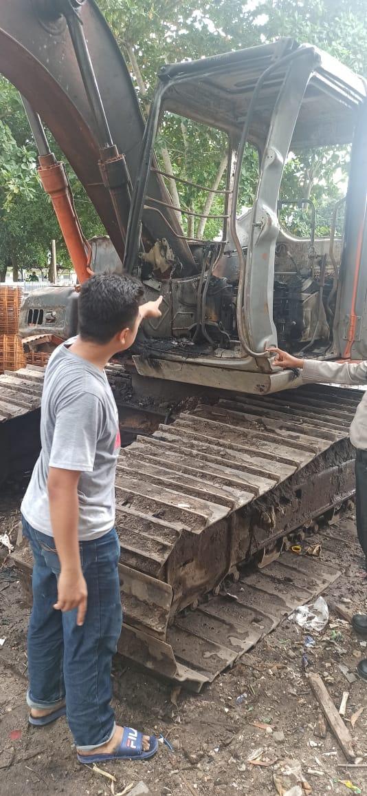 Quick Respon Piket SPKT, Tindaklanjuti Peristiwa Terbakarnya Sebuah Excavator