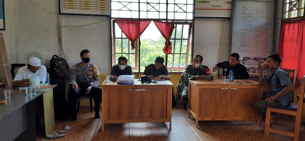 Bhabinkamtibmas Polsek Jabiren Raya Ajak Masyarakat Awasi Pembangunan Desa