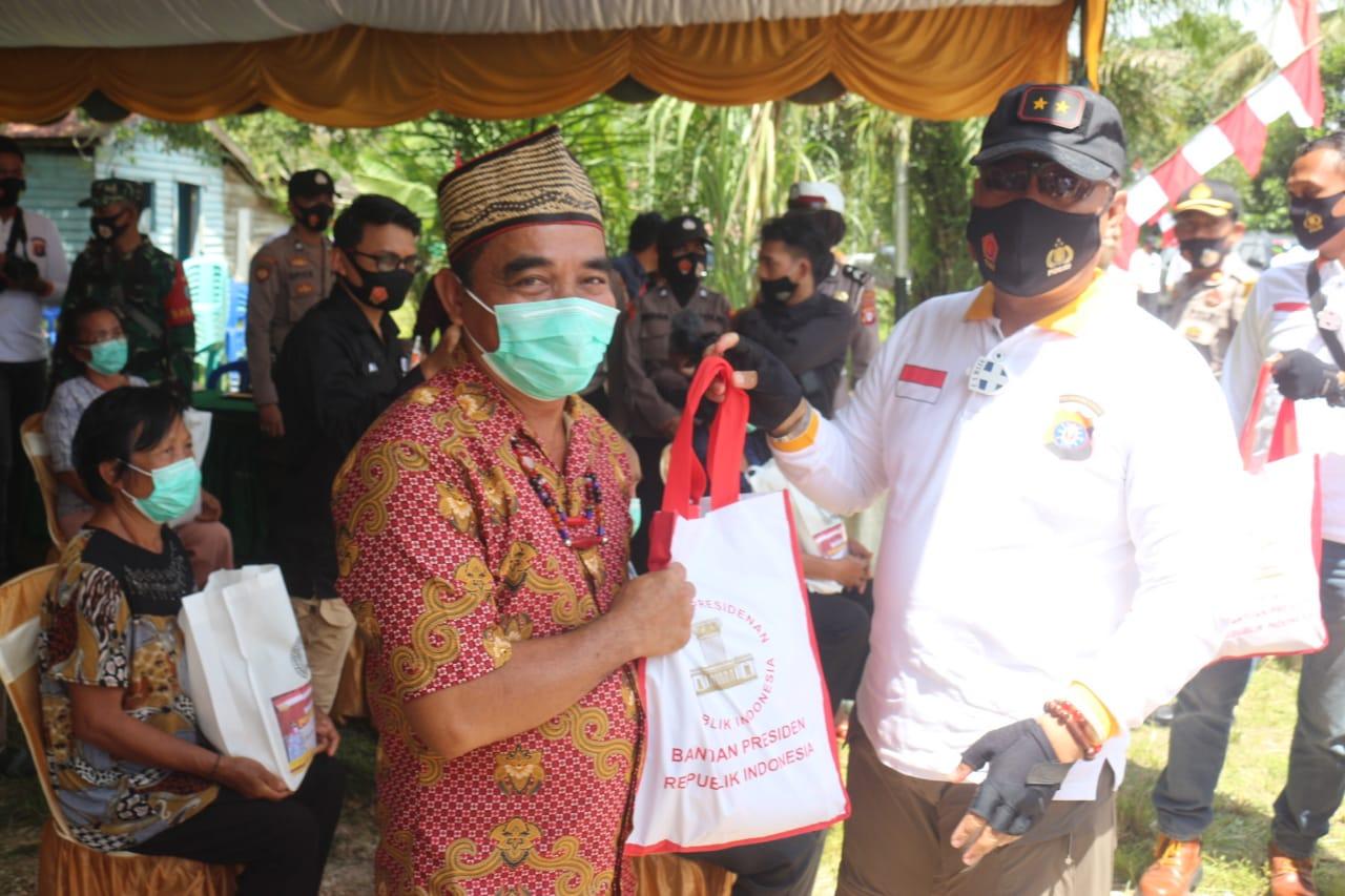Sambil Jelajah Merah Putih, Kapolda Kalteng Gelar Bakti Sosial Di Desa Telok Kabupaten Katingan.
