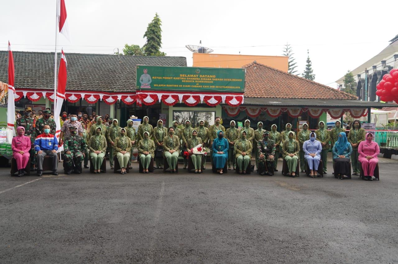 Ketua Persit KCK PD III/Siliwangi Sambangi Launching Budidaya Magot Dan Azzola