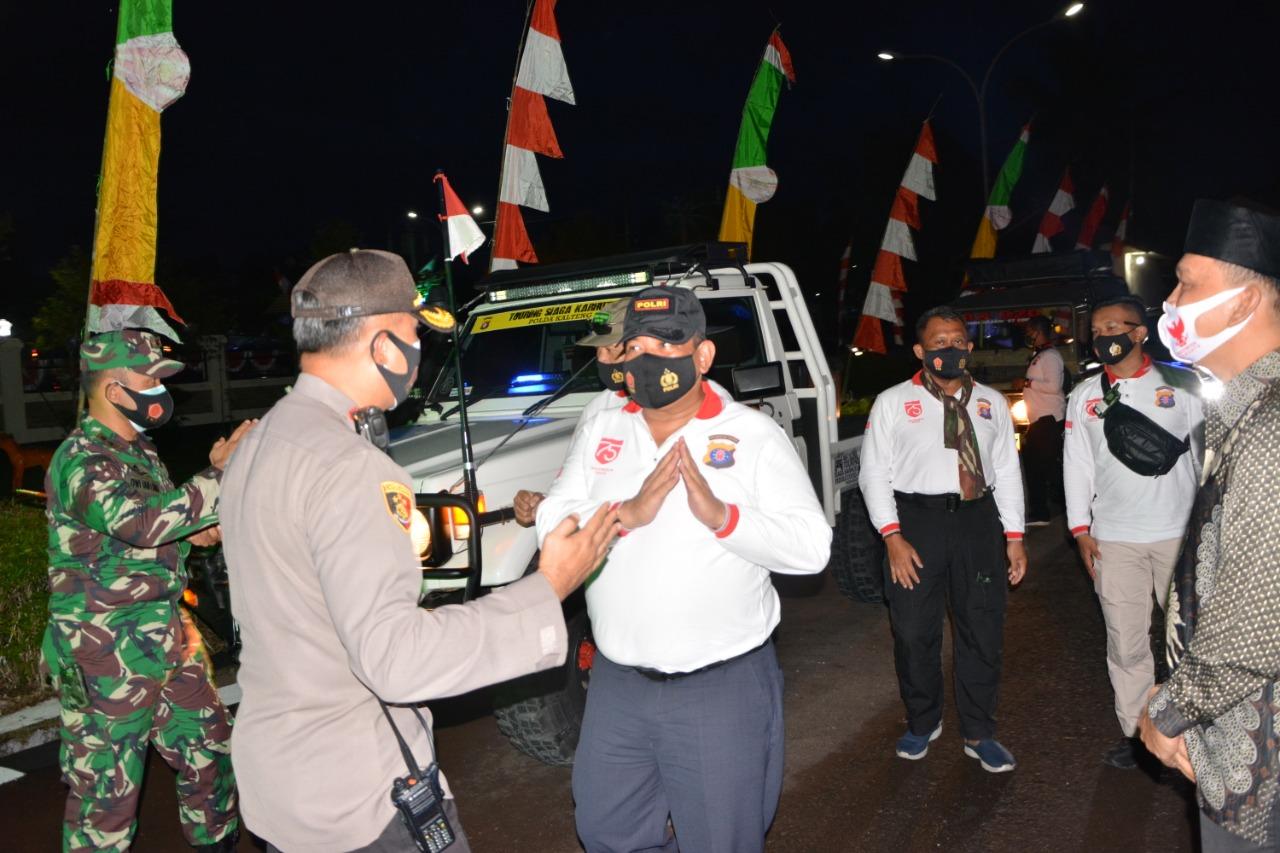 Kunker Kapolda Kalteng bersama Rombongan Disambut Kapolres Barsel
