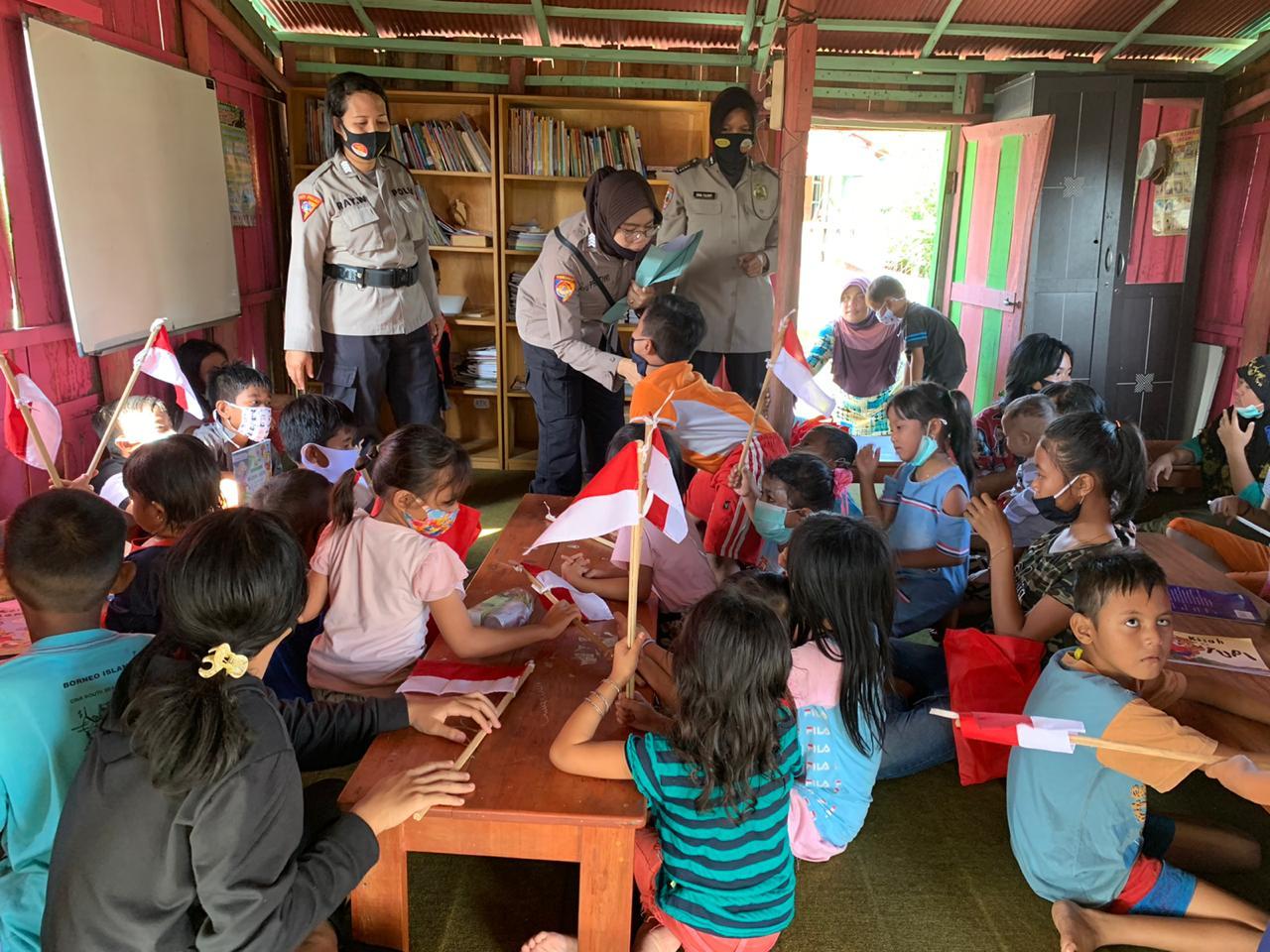 Peringati HUT ke-72, Polwan Polresta Palangka Raya Jadi Guru Bantu Ajarkan Nilai Moral Pancasila