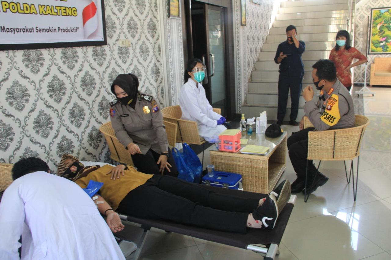 Polresta Palangka Raya Bakti Kesehatan melalui Donor Darah Rangkaian HUT Polwan ke 72