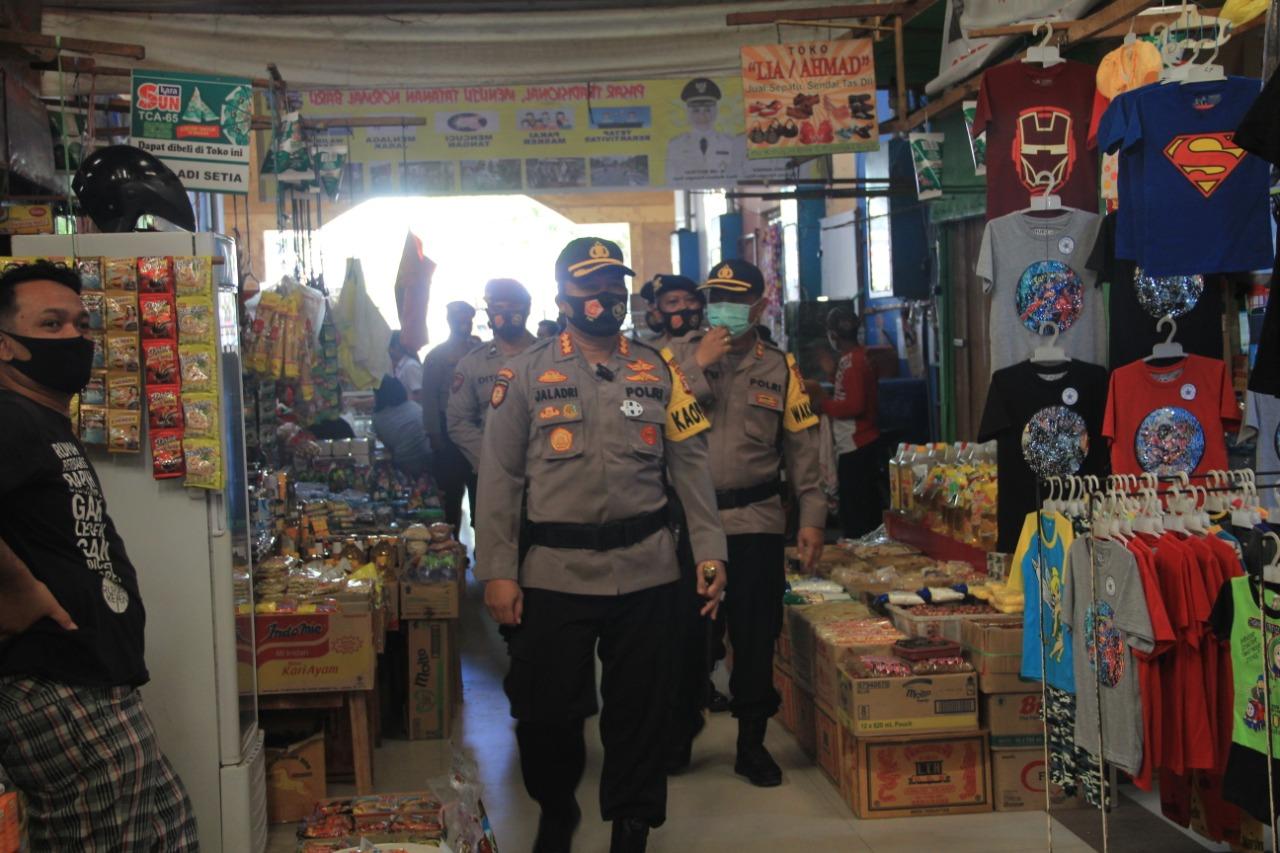 Bagikan Ratusan Masker, Polresta Palangka Raya Ajak Masyarakat Beradaptasi dengan Kebiasaan Baru