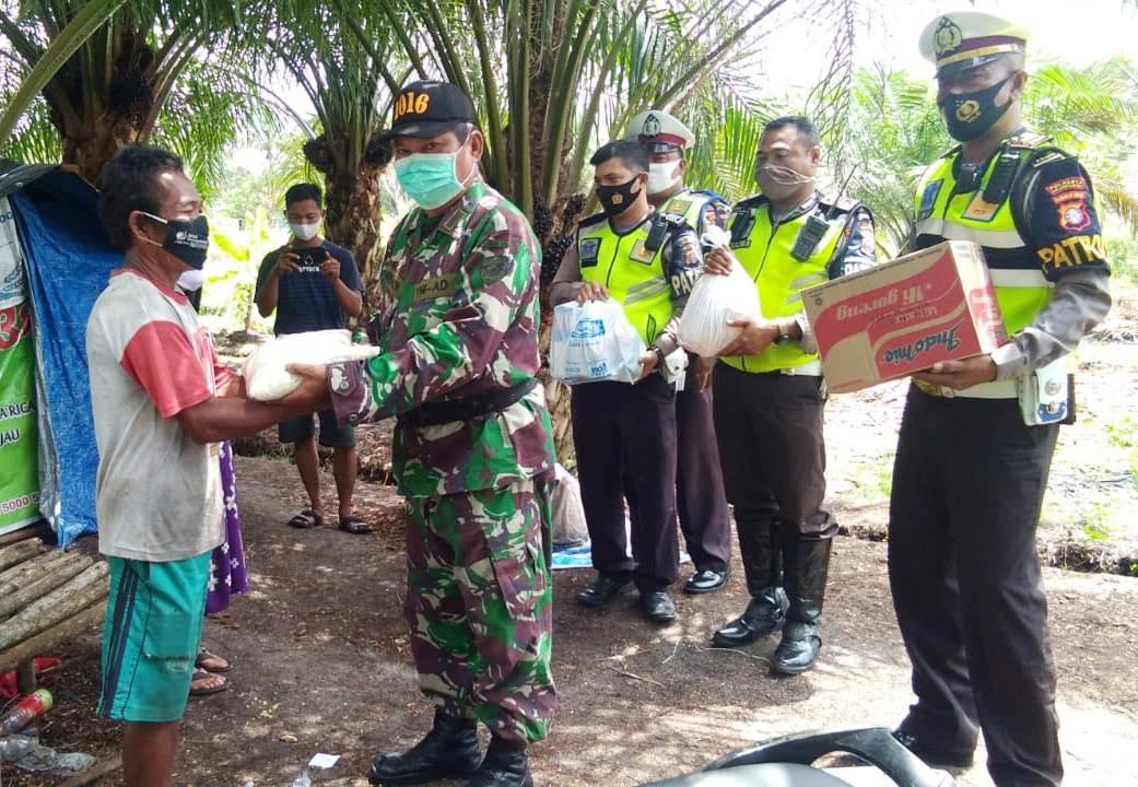Peduli Masyarakat Terdampak Covid-19, Satlantas Polresta Palangka Raya Berikan Bantuan Sosial