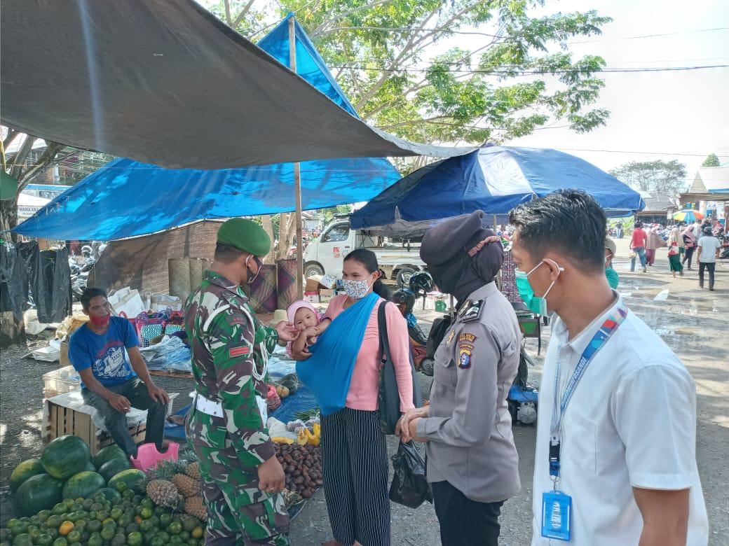 Cegah Penyebaran Covid-19, Polres Barut Patroli Gabungan Berikan Sosialisasi ke Pasar Dermaga