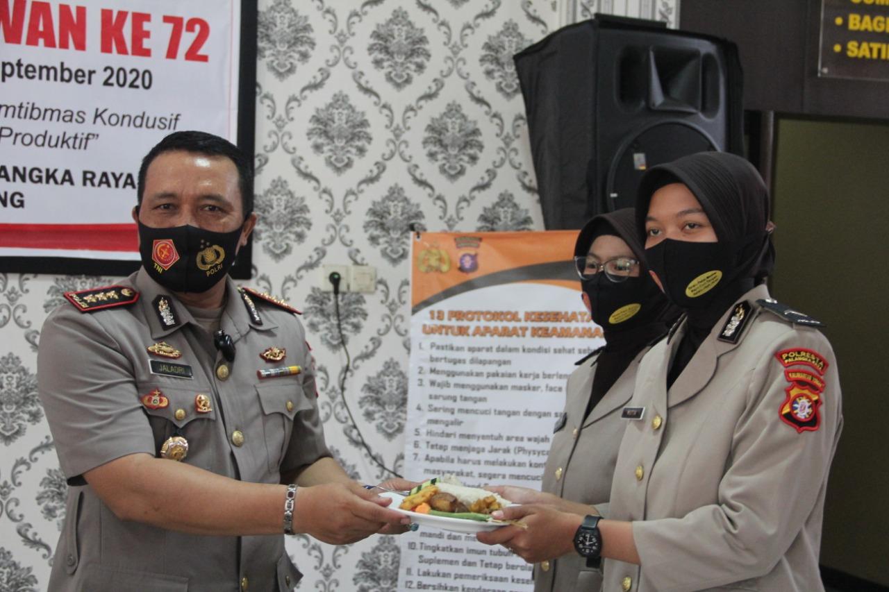 Peringati HUT Polwan ke-72, Polresta Palangka Raya Gelar Syukuran dengan Tradisi Potong Tumpeng