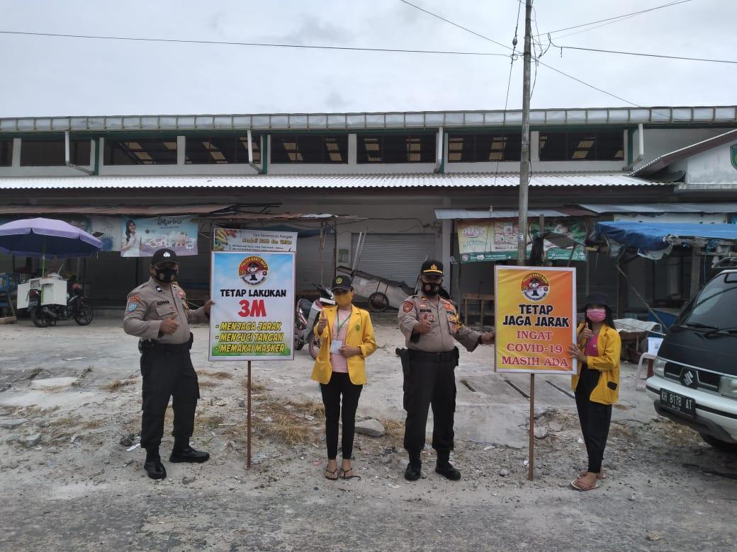 Cegah Penyebaran Coivd-19, Kapolsek Bukit Batu Sosialisasikan 3M dan Bagikan Masker