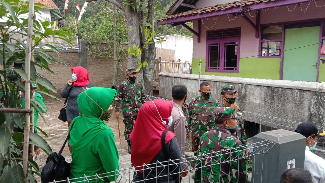 Danrem 062/Tn Dan Ketua Persit Koorcabrem 062 Kunjungi Rehab Rutilahu Di Kabupaten Sumedang