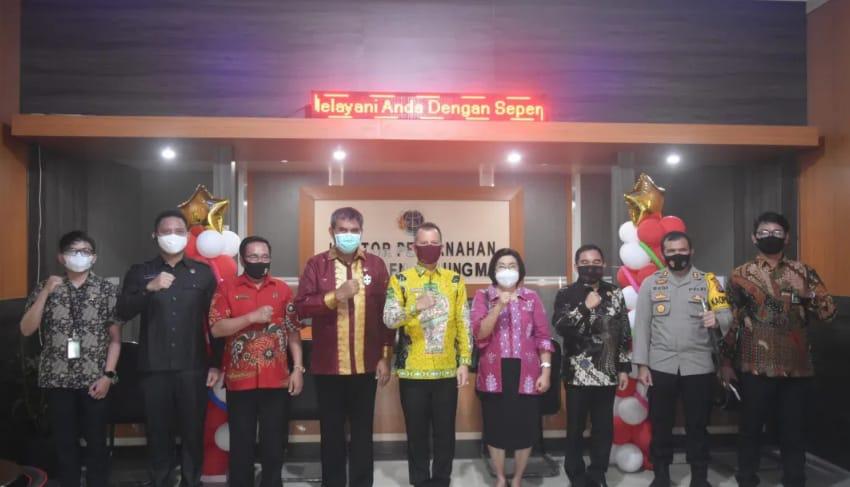 Bupati Gumas, Jaya S Monong Launching BPHTB online